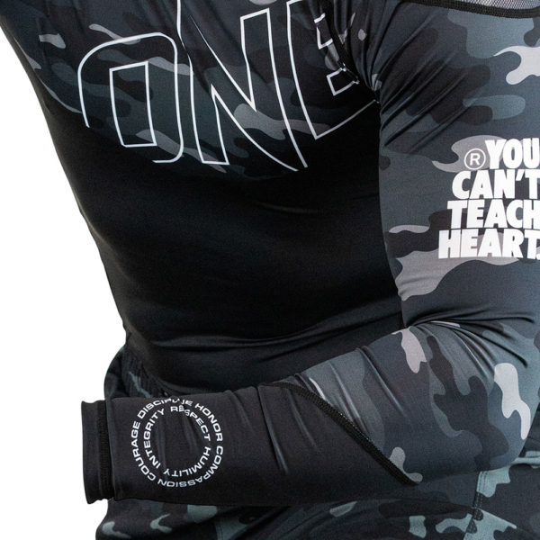 Hyperfly x One FC Rashguard Long Sleeve black camo 4